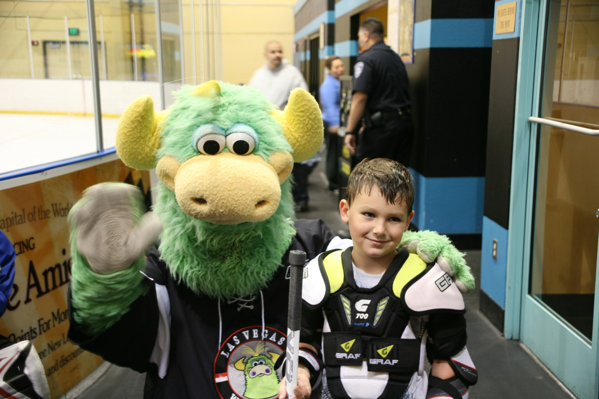 branden sorensen ice hockey with mascot